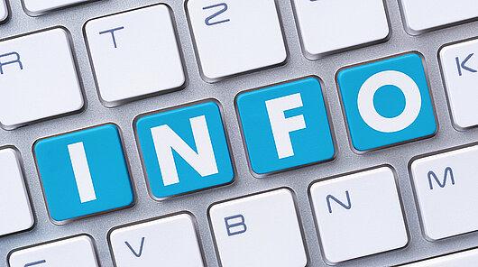 Computertastatur mit Schriftzug INFO