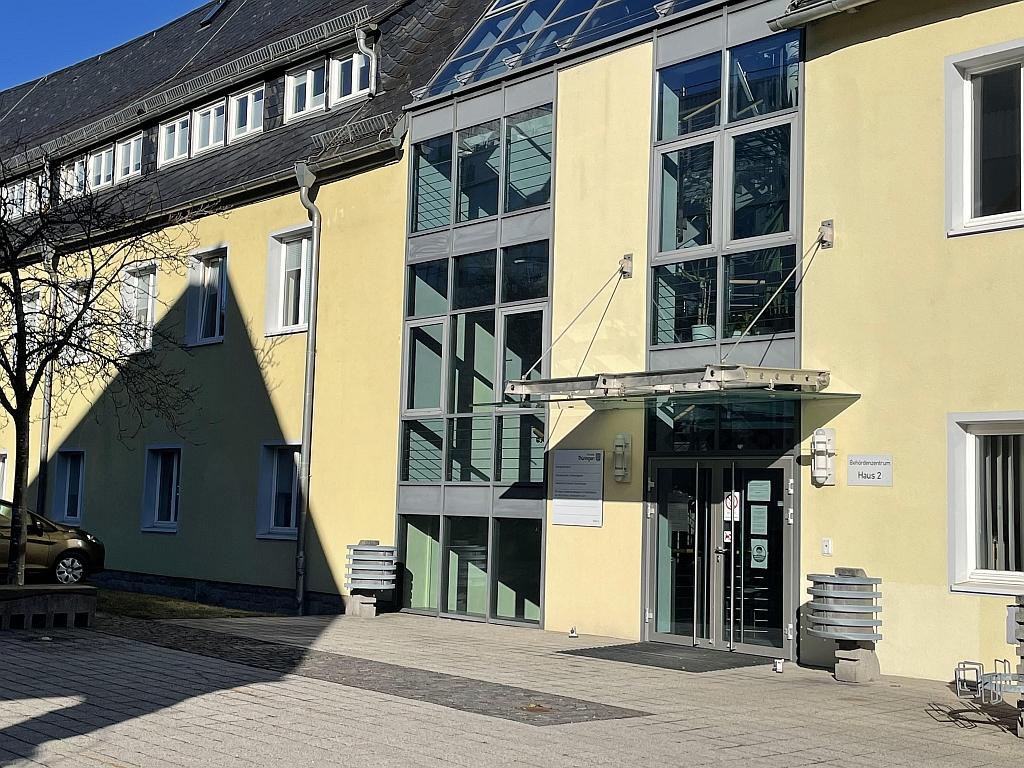 Schulamtsgebäude Suhl - Innenhofansicht mit Eingang