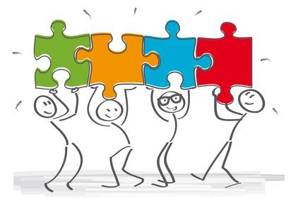stilisierte Männchen tragen Puzzleteile über dem Kopf